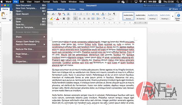 memilih menu file di Microsoft Word